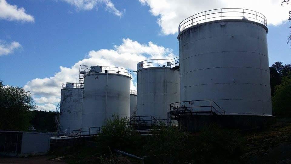 öljysäiliön huoltaminen ja tarkistus